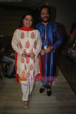 Roop Kumar Rathod, Sonali Rathod at the launch of Manesha Agarwal_s album Padaro Mhare Dess.. in Parel on 2ns May 2011 (7).JPG