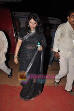 Kavita Krishnamurthy at Pyarelal_s musical concert in Andheri Sports Complex on 7th May 2011 (2).JPG