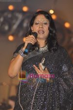 Kavita Krishnamurthy at Pyarelal_s musical concert in Andheri Sports Complex on 7th May 2011 (3).JPG