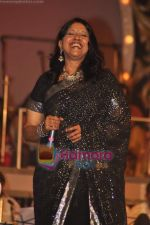 Kavita Krishnamurthy at Pyarelal_s musical concert in Andheri Sports Complex on 7th May 2011 (63).JPG
