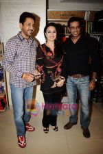 Anup Soni, Juhi Babbar at Divya Duttas mom Nalini_s book launch in Crossword, Mumbai on 8th May 2011 (2)~0.JPG