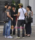 Shahrukh, Hrithik, Arjun return from KKR Kolkata match in Mumbai Airport on 8th May 2011 (5).JPG