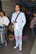 Rohit Roy leave for Cannes on 10th May 2011 (11).JPG