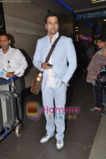 Rohit Roy leave for Cannes on 10th May 2011 (12).JPG