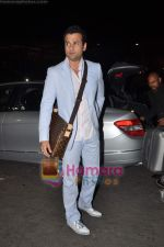 Rohit Roy leave for Cannes on 10th May 2011 (4).JPG