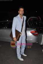 Rohit Roy leave for Cannes on 10th May 2011 (6).JPG