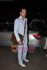 Rohit Roy leave for Cannes on 10th May 2011 (7).JPG