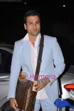 Rohit Roy leave for Cannes on 10th May 2011 (9).JPG