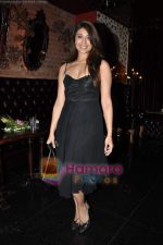 Aushima Sawhney at Rohit Bal_s bday bash in Veda on 12th May 2011 (125).JPG