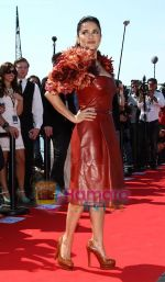 Salma Hayek at Puss in boots cannes premiere on 11th May 2011 (29).JPG
