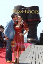 Salma Hayek at Puss in boots cannes premiere on 11th May 2011 (28).JPG