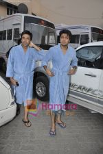 Ritesh Deshmukh, Aashish Chaudhary on the sets of Double Dhamaal in Mehboob Studio, Mumbai on 13th May 2011 (4).JPG