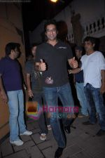 Wasim Akram at Karan Johar_s birthday bash from Mannat on 25th May 2011 (4).JPG