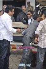 Salman Khan leaves for CCL opening ceremony in Airport, Mumbai on 3rd June 2011 (10).JPG