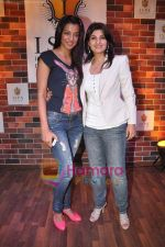 Mugdha Godse, Pony Verma at the Launch of Pony Verma_s ISPA - Indian School Of Performing Arts in Andheri, Mumbai on 8th June 2011 (3).JPG