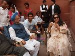 Suhaib Ilyasi with Fareeda Jalal &  PM Lookalike Gurmeet Singh on the Sets of Film 498A- The Wedding gift on 14th June 2011.JPG