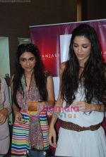 Zoa Morani, Giselle Monteiro at Gitanjali D_damas new collection launch in Atria Mall on 15th June 2011 (3).JPG