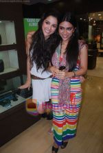 Zoa Morani, Giselle Monteiro at Gitanjali D_damas new collection launch in Atria Mall on 15th June 2011 (7).JPG