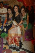 Supriya Kumari, Neha Marda, Mona Singh at Ratan Rajput_s mehndi ceremony on 22nd June 2011 (79).JPG