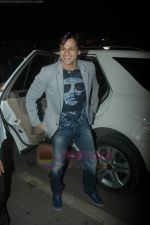 Vivek Oberoi leaves for IIFA with family in Mumbai Airport on 23rd June 2011 (2).JPG