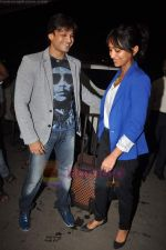 Vivek Oberoi leaves for IIFA with family in Mumbai Airport on 23rd June 2011 (26).JPG