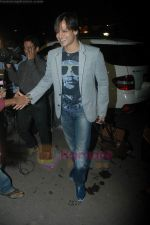 Vivek Oberoi leaves for IIFA with family in Mumbai Airport on 23rd June 2011 (17).JPG
