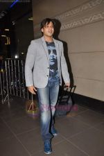Vivek Oberoi leaves for IIFA with family in Mumbai Airport on 23rd June 2011 (27).JPG