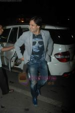 Vivek Oberoi leaves for IIFA with family in Mumbai Airport on 23rd June 2011 (4).JPG