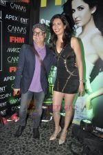 Vinay Pathak, Karishma Tanna at FHM Sexiest people issue in canvas, Mumbai on 24th June 2011 (70).JPG