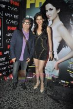 Vinay Pathak, Karishma Tanna at FHM Sexiest people issue in canvas, Mumbai on 24th June 2011 (74).JPG