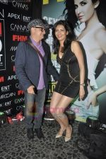 Vinay Pathak, Karishma Tanna at FHM Sexiest people issue in canvas, Mumbai on 24th June 2011 (76).JPG