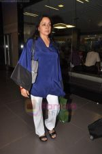 Hema Malini return from Toronto in Mumbai Airport on 27th June 2011 (88).JPG
