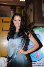 Kanishtha Dhanker at Reality Bytes book release by Anurag Anand in Landmark, Mumbai on 5th July 2011 (13).JPG