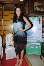 Kanishtha Dhanker at Reality Bytes book release by Anurag Anand in Landmark, Mumbai on 5th July 2011 (15).JPG