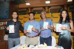 Kanishtha Dhanker, Randeep Hooda, Sudhir Mishra, Anurag Anand at Reality Bytes book release by Anurag Anand in Landmark, Mumbai on 5th July 2011 (24).JPG