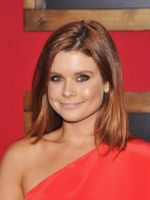 Joanna Garcia-Swisher at the premiere of the movie Bad Teacher at the Ziegfeld Theatre in NYC on June 20, 2011 (28).jpg