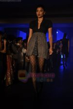 at Blenders Pride Magical NItes fashion show in Points Sheraton, Vashi, Mumbai on 9th July 2011 (13).JPG