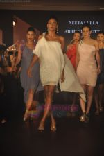 at Blenders Pride Magical NItes fashion show in Points Sheraton, Vashi, Mumbai on 9th July 2011 (54).JPG
