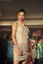 at Blenders Pride Magical NItes fashion show in Points Sheraton, Vashi, Mumbai on 9th July 2011 (67).JPG