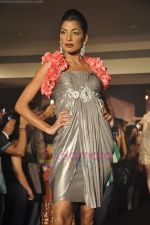 at Blenders Pride Magical NItes fashion show in Points Sheraton, Vashi, Mumbai on 9th July 2011 (70).JPG
