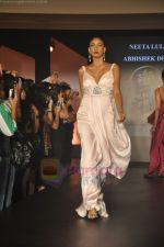 at Blenders Pride Magical NItes fashion show in Points Sheraton, Vashi, Mumbai on 9th July 2011 (82).JPG