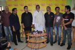 Amitabh Bachchan, Prakash Jha, Shankar Mahadevan,Parsoon Joshi, Loy Mendonsa, Prateik Babbar, Manoj Bajpai with Aarakshan team at Radio Mirchi in Lower Parel on 11th July 2011 (12).JPG