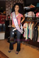I am She contestants on a shopping spree at Ed Hardy showroom in Palladium on 11th July 2011 (52).JPG