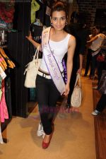 I am She contestants on a shopping spree at Ed Hardy showroom in Palladium on 11th July 2011 (62).JPG