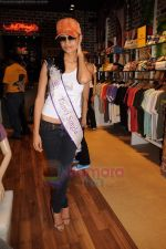 I am She contestants on a shopping spree at Ed Hardy showroom in Palladium on 11th July 2011 (64).JPG