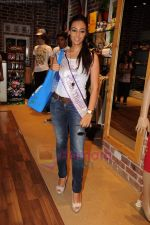 I am She contestants on a shopping spree at Ed Hardy showroom in Palladium on 11th July 2011 (100).JPG