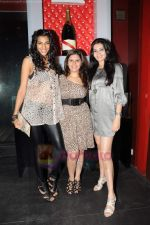 Manali Jagtap, Anushka Manchanda, Shonali Nagrani at Force India F1 Octane Night in Mumbai on 11th July 2011 (97).JPG