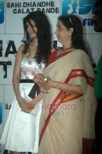 Neena Kulkarni, Tena Desae at Sahi Dandhe Galat Bande film press meet in Cinemax on 12th July 2011 (52).JPG