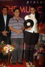 Neha Dhupia, Jagjit Singh at the music lauch of film Gandhi To Hitler in The Club on 12th July 2011 (43).JPG