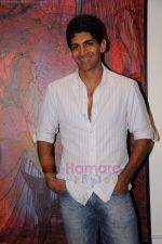 Rahul Singh at Reka Rana_s art exhibition in Jehangir on 13th JUly 2011 (16).JPG